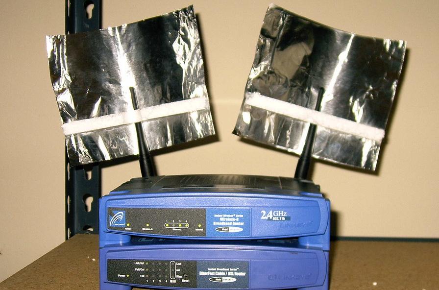 Як скеровувати Wi-Fi сигнал за допомогою фольги (ВІДЕО)