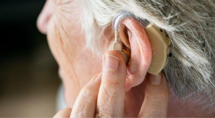 У США розробили слуховий апарат вартістю 1$