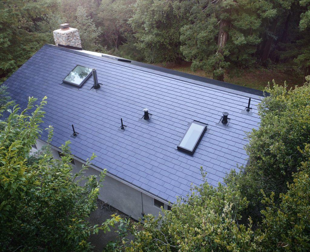 Tesla запустила масове виробництво «сонячних дахів»