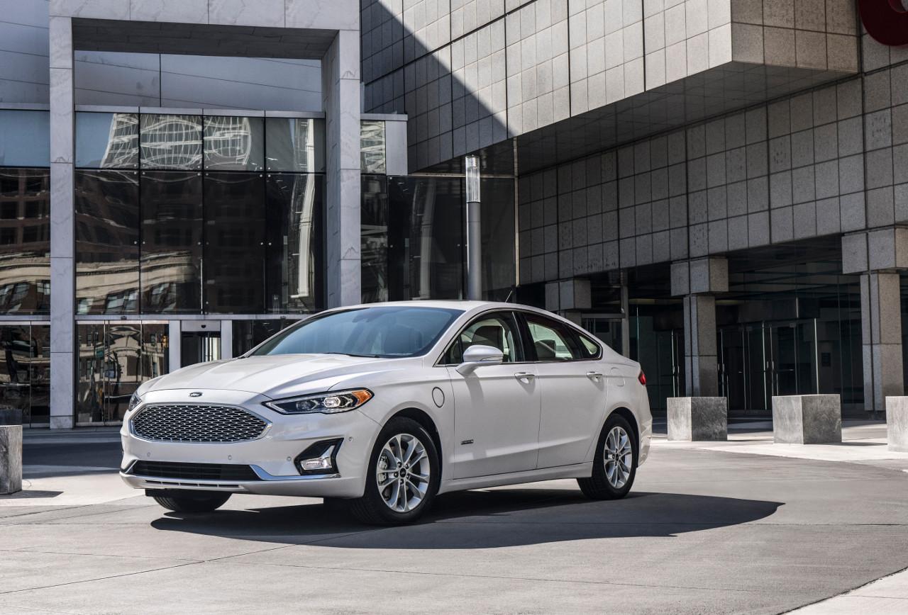 Ford зняв з виробництва всі автомобілі в кузові