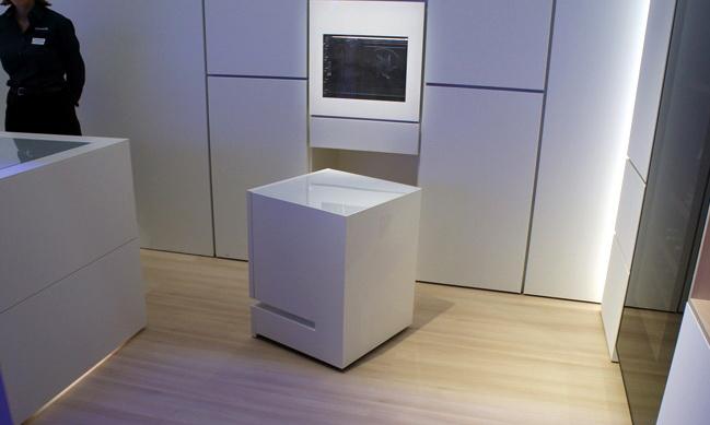 Мріяли про холодильник, який сам приносить їжу? Дивіться! (ВІДЕО)