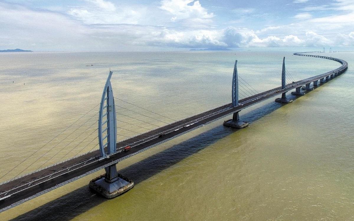 Найдовший у світі міст через море збудували у Китаї (ФОТО)