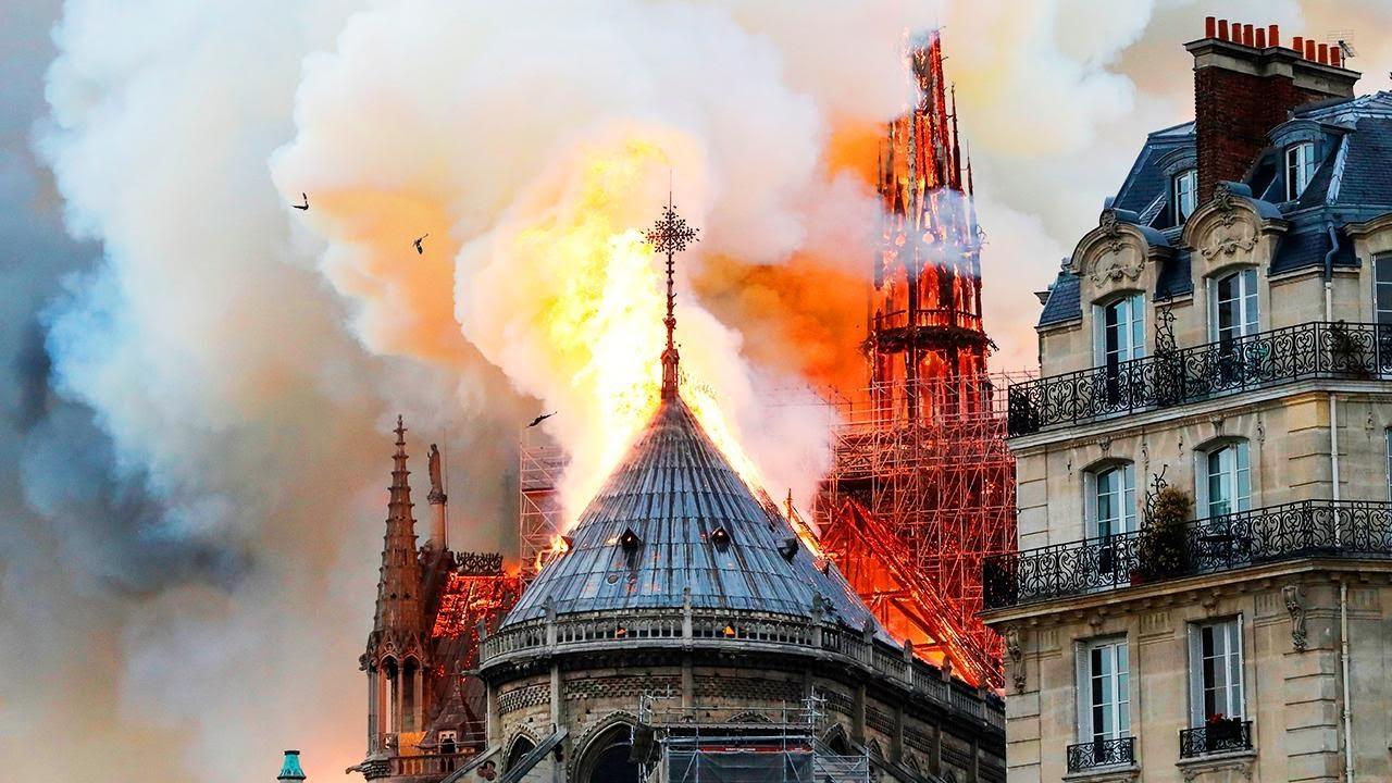 Чоловік Сальми Гаєк допоможе відновити Собор Паризької Богоматері