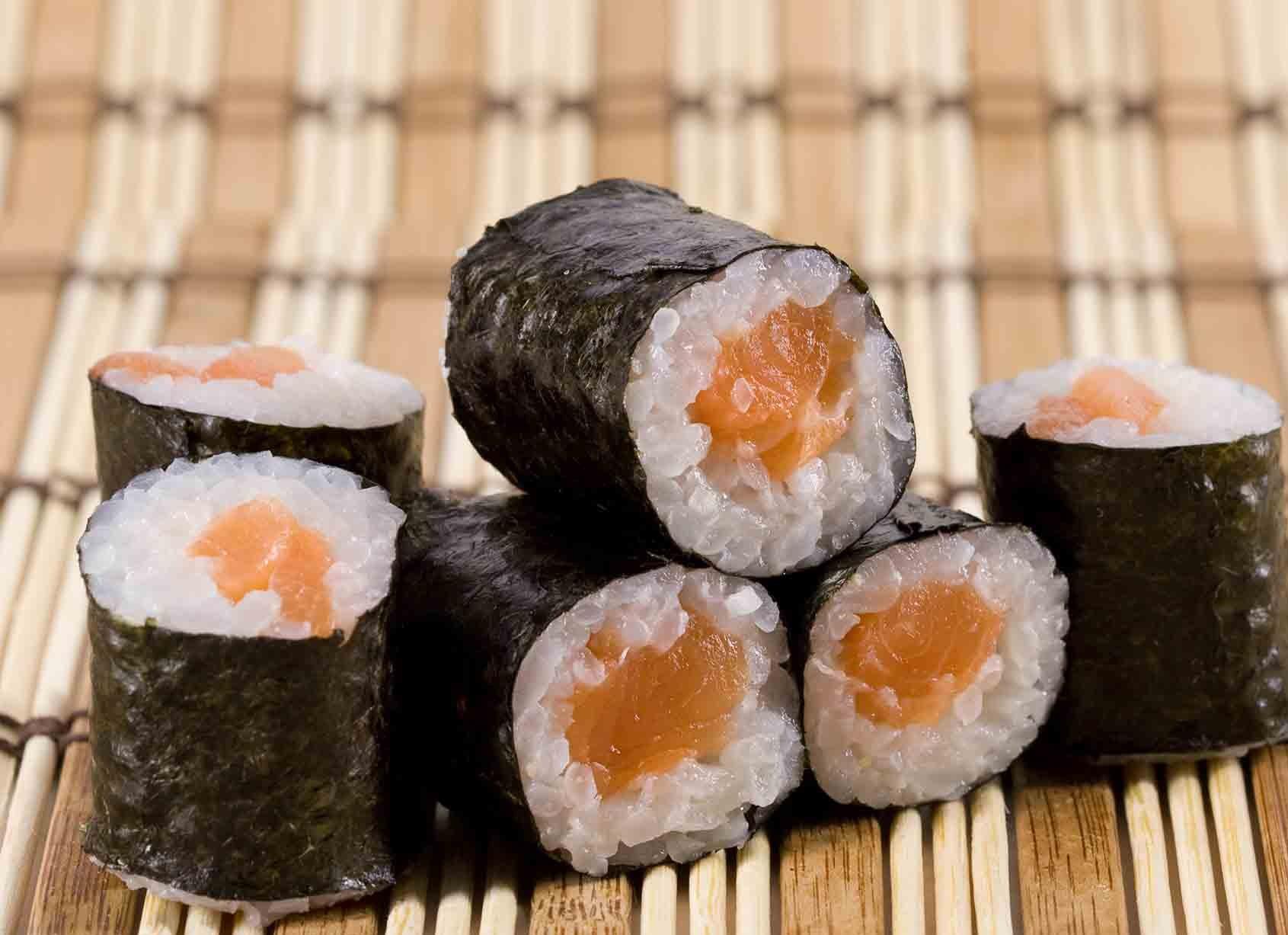 salmon-sushi.jpg (231.02 Kb)