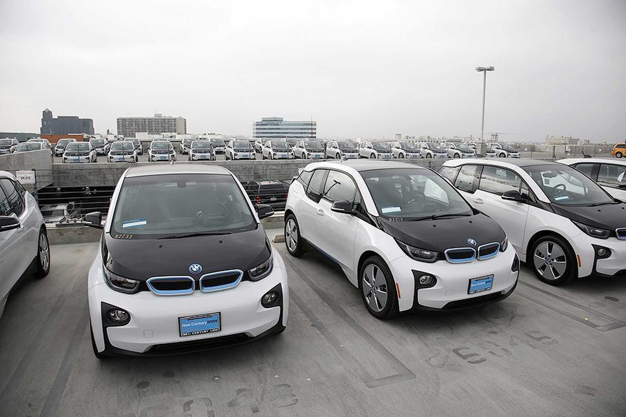 Поліцейські позбавляються від службових BMW i3